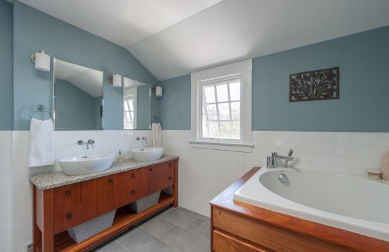 Airy Master Bath vanity + tub